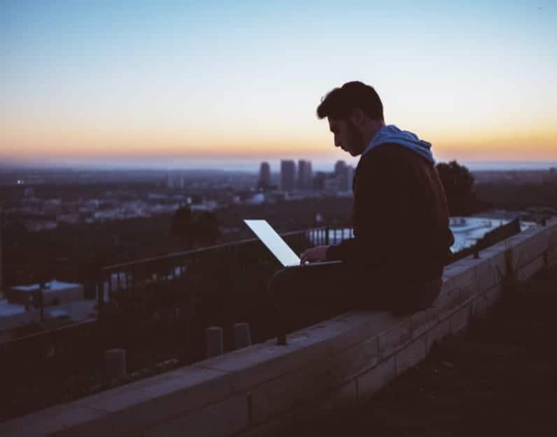 Percepção da religião muda com uso frequente da internet, diz estudo 1