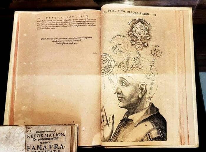 Biblioteca de magia e ocultismo digitaliza acervo 2