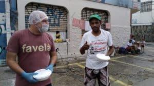 Guerreiros Solidários mobiliza voluntários e distribui refeições a moradores de rua em SP 11
