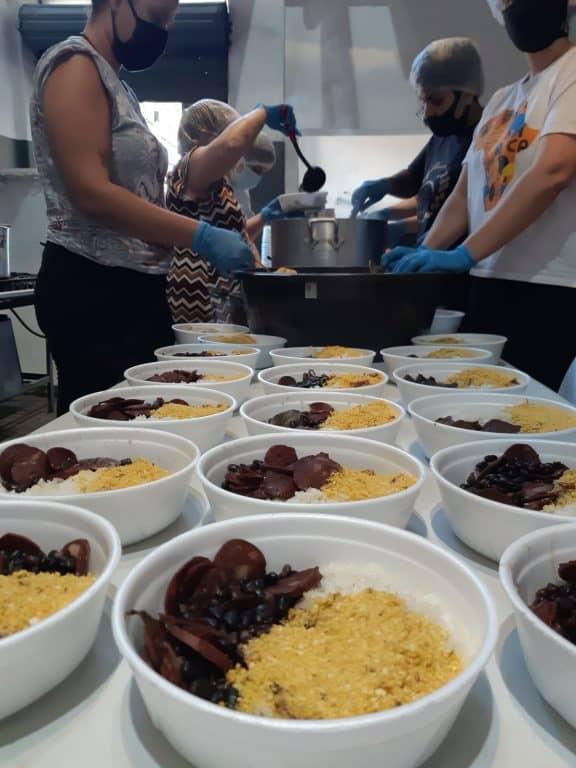 Guerreiros da Jurema distribui alimentos e refeições há um ano em SP 6